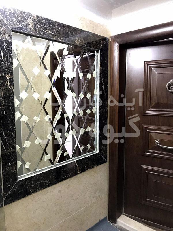 نصب آینه به دیوار سنگی
