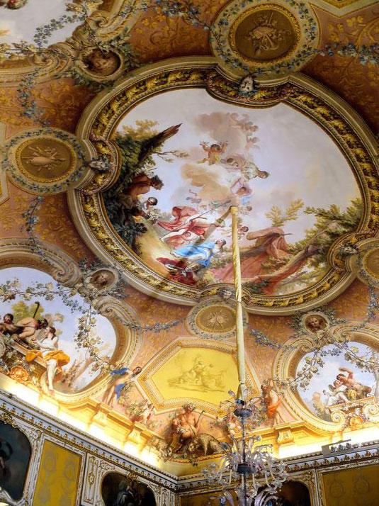 نقاشی فرشته  سقف خانه