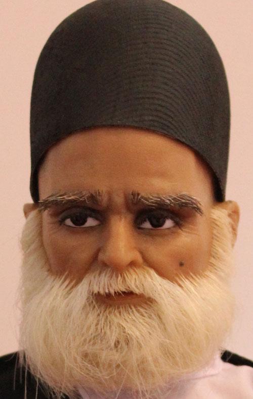 عروسک نشسته مرد ایرانی