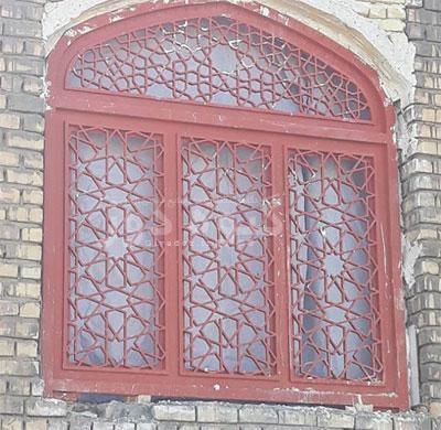 پنجره آهنی طرح گره چینی