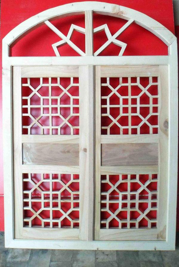 پنجره های سنتی رنگی