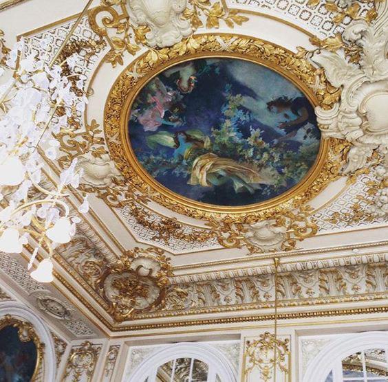 اجرای نقاشی سقف